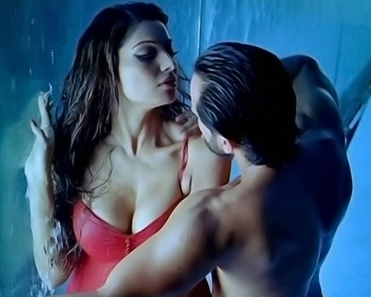 Kamal R Khan Pares Bipasha S Boobs To Papapya