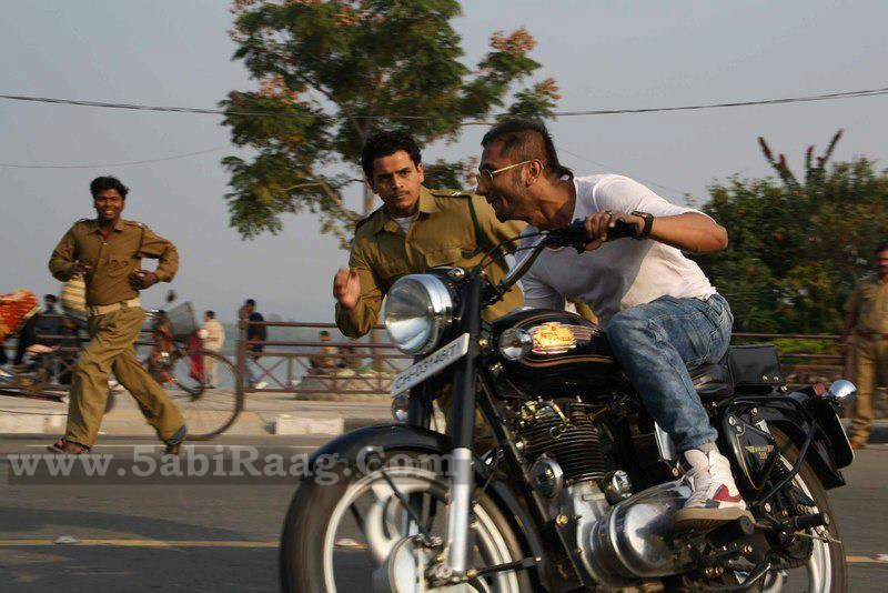 Honey Singh With Bullet Photo On Road 2012