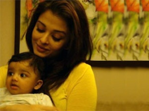 New Picture Of Aishwarya Rai's Beti B Leaked