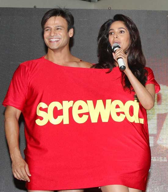 Vivek Oberoi Shares His T-Shirt With Mallika Sherawat?