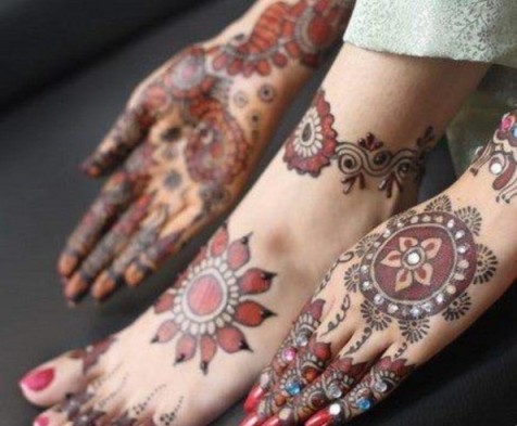 Beautiful-Mehndi-Designs-2013-for-Christmas-595x492