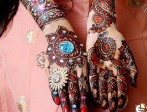 Latest-Mehndi-Designs-2013-for-Christmas
