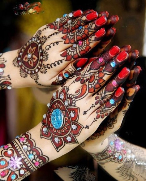 Latest-Mehndi-Designs-for-Christmas