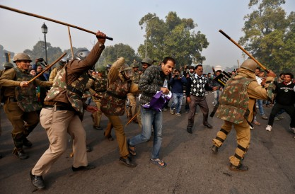 Indian Police Clash With Gang-Rape Protesters In New Delhi